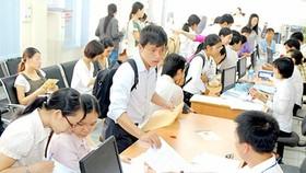 Khai thuế thu nhập cá nhân tại Cục Thuế TPHCM. Ảnh: KIM NGÂN