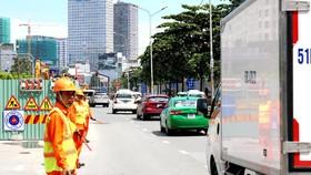 Đường Nguyễn Hữu Cảnh bắt đầu thi công sửa chữa vào sáng 5-10. Ảnh: NLĐ