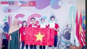 4 học sinh Việt Nam đoạt Huy chương Vàng tại Kỳ thi khoa học quốc tế ISC năm 2019. Ảnh: TTXVN
