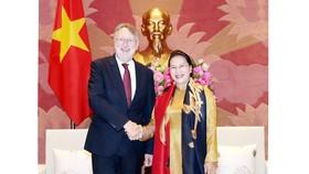 Chủ tịch Quốc hội Nguyễn Thị Kim Ngân tiếp đoàn Ủy ban Thương mại Quốc tế của EP do ông Bernd Lange, Chủ tịch Ủy ban làm trưởng đoàn đang thăm và làm việc tại Việt Nam. Ảnh: TTXVN