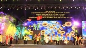 """Chương trình biểu diễn nghệ thuật đặc biệt với chủ đề """"Sáng mãi truyền thống Bộ đội Cụ Hồ"""". Ảnh: MINH AN"""