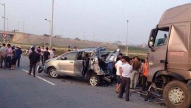 Hoãn phiên tòa vụ xe container đâm xe Innova đi lùi trên cao tốc