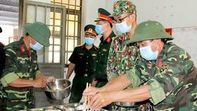 Điều kiện ăn ở của người cách ly được đảm bảo theo tiêu chuẩn quân đội. Ảnh: XUÂN QUỲNH