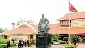 Người dân về Di tích quốc gia đặc biệt Khu lưu niệm Đại thi hào Nguyễn Du