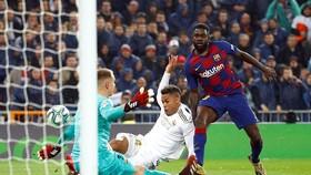 Mariano Diaz (áo trắng) ghi bàn ấn định chiến thắng 2 - 0 cho Real Madrid. Ảnh: Reuters