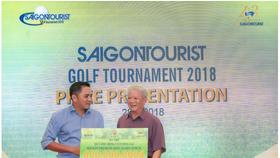 Ông Phạm Huy Bình (trái) trong sự kiện từ thiện cộng đồng do Saigontourist Group tổ chức