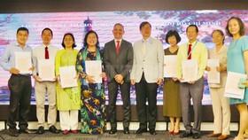 Liên hiệp Các tổ chức hữu nghị TPHCM tổ chức trao thư cảm ơn cho các tổ chức và cá nhân đã hỗ trợ công tác chống dịch Covid-19. Ảnh: hcmcpv