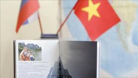 """Cuốn sách """"Việt Nam cất cánh"""" góp phần tô thắm thêm tình hữu nghị Việt Nam – Liên bang Nga. Ảnh: Hồng Quân/TTXVN"""