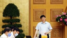 GS-TS Nguyễn Thanh Long, Quyền Bộ trưởng Bộ Y tế phát biểu tại buổi họp. Ảnh: Đình Nam/VGP