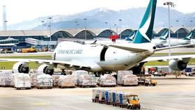 Hàng không bị gián đoạn liên tục khiến chi phí thương mại tăng cao