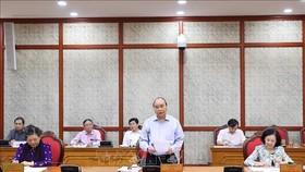 Ngày 25-8-2020, tại Trụ sở Trung ương Đảng, đồng chí Nguyễn Xuân Phúc, Ủy viên Bộ Chính trị, Thủ tướng Chính phủ chủ trì buổi làm việc của Bộ Chính trị với Ban Thường vụ Tỉnh ủy Tuyên Quang. Ảnh: VGP