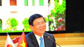 Chủ tịch UBND TPHCM Nguyễn Thành Phong phát biểu trong buổi họp trực tuyến với ông Ohmura Hideaki, Thống đốc tỉnh Aichi (Nhật Bản). Ảnh: VIỆT DŨNG