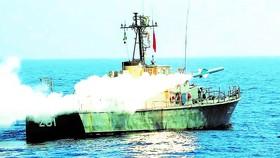 Hải quân Iran tập trận ở eo biển Hormuz hôm 15-9. Ảnh: Reuters