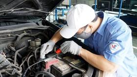 Công tác kiểm tra, giám định ô tô tại Trạm đăng kiểm 29-03S, Hà Nội. Ảnh: QUANG PHÚC