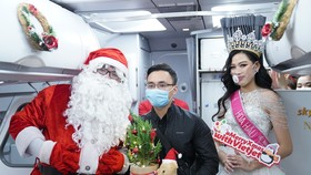Cùng Hoa hậu Việt Nam Đỗ Thị Hà đón Giáng sinh cổ tích trên độ cao 10.000m