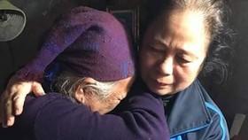 Mang yêu thương đến với người già