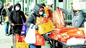 Người nghèo ở New York, Mỹ nhận thực phẩm cứu trợ