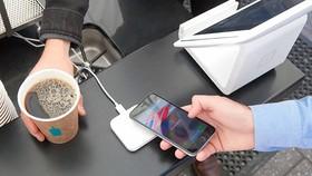 Người Israel sẽ sử dụng điện thoại Apple để thanh toán di động qua dịch vụ Apple Pay. Ảnh: Jerusalem Post