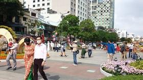 Du khách tại Phố đi bộ Nguyễn Huệ