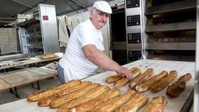 Một mẻ bánh mì baguette mới ra lò