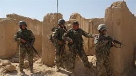 Quân đội Afghanistan trong chiến dịch chống phiến quân Taliban tại Ghazni. Ảnh: AFP/TTXVN