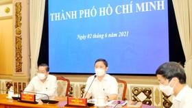 Phó Chủ tịch UBND TPHCM Dương Anh Đức phát biểu tại buổi làm việc trực tuyến với Ban chỉ đạo quốc gia phòng chống dịch bệnh Covid-19. Ảnh: CAO THĂNG