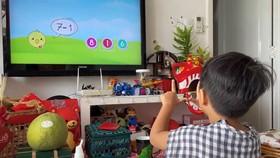 Vừa chơi vừa học trên hệ thống Androi TV. Ảnh: HOÀNG HÙNG
