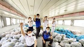 Tàu cao tốc tháo ghế để vận chuyển rau từ các tỉnh miền Tây Nam bộ về TPHCM