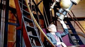 Giáo sư Avi Loeb danh tiếng người Mỹ gốc Israel