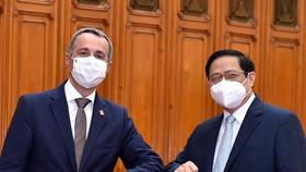 Thủ tướng Phạm Minh Chính và Phó Tổng thống, Bộ trưởng Ngoại giao Liên bang Thụy Sĩ Ignazio Cassis. Ảnh: VGP