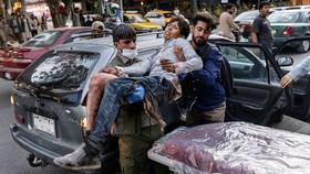 Nạn nhân vụ đánh bom liều chết ở Sân bay Kabul ngày 26-8. Ảnh: The New York Times