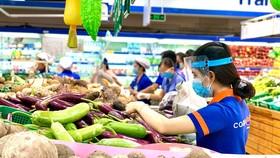 Hàng hóa được bán giá bình ổn tại Co.opmart
