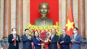 Chủ tịch nước Nguyễn Xuân Phúc chúc mừng người cao tuổi Việt Nam nhân kỷ niệm 30 năm Ngày Quốc tế Người cao tuổi (1-10-1991- 1-10-2021). Ảnh: TTXVN