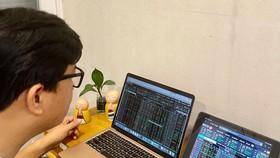 90% tỷ trọng giao dịch trên thị trường chứng khoán Việt Nam là nhà đầu tư cá nhân. Ảnh: Huy Phan