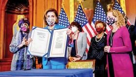 Chủ tịch Hạ viện Mỹ Nancy Pelosi công bố nghị quyết giúp chính phủ tiếp tục hoạt động