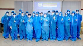 Trưa 1-10, những y bác sĩ trẻ của Bệnh viện Trung ương Huế đã có mặt tại TPHCM để hỗ trợ chống dịch. Ảnh: VĂN THẮNG