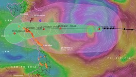 Bão Kompasu đã càn quét qua Philippines và đã đi vào Biển Đông. Ảnh: VNDMS