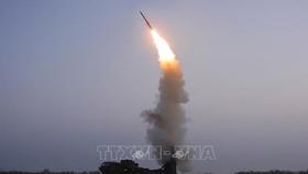 Triều Tiên phóng thử tên lửa phòng không mới của Học viện Khoa học quốc phòng, ngày 30-9-2021. Ảnh: YONHAP/TTXVN