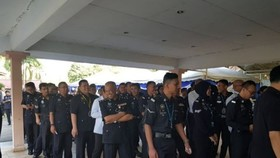 Malaysian police and military personnel cast their votes early on May 5 (Photo: the Star)