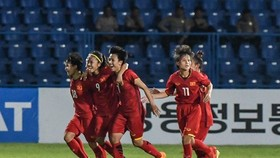 Moving on: Việt Nam celebrate beating Thailand 3-2 in their first match in Group C at the Asian Games (ASIAD) 2018 in Indonesia yesterday. — VNA/VNS Photo