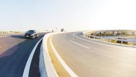 Một đoạn đường cao tốc TPHCM - Trung Lương. Ảnh: CAO THĂNG