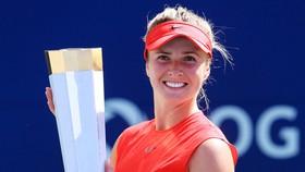 Elina Svitolina tươi cười với chiếc cúp vô địch thứ 5 trong mùa