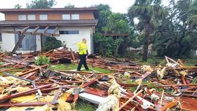 Bang Florida tan nát do bão Irma