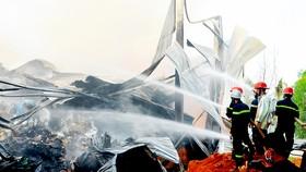Cảnh sát PCCC TPHCM chữa cháy tại cơ sở phế liệu ở phường Long Trường, quận 9