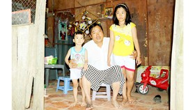 Anh Huỳnh Văn Lộc và 2 cháu