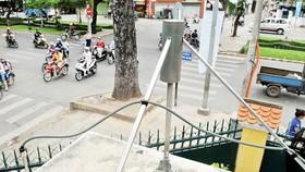 Thiết bị quan trắc không khí tự động trên đường Hồng Bàng quận 5, TPHCM. Ảnh: THÀNH TRÍ