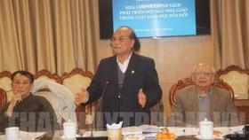 GS Đinh Quang Báo phát biểu tại tọa đàm. Ảnh: thanhuytphcm