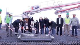 Công ty CP Tập đoàn Xây dựng Hòa Bình cất nóc dự án tổ hợp Hoàng Cầu
