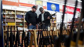Người Mỹ ủng hộ kiểm soát súng đạn chặt chẽ hơn