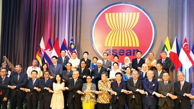 Đại biểu các nước trong khu vực tại Lễ kỷ niệm 52 năm Ngày thành lập ASEAN. Ảnh: TTXVN